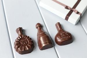 Шоколад в форме коллекции алкогольных напитков